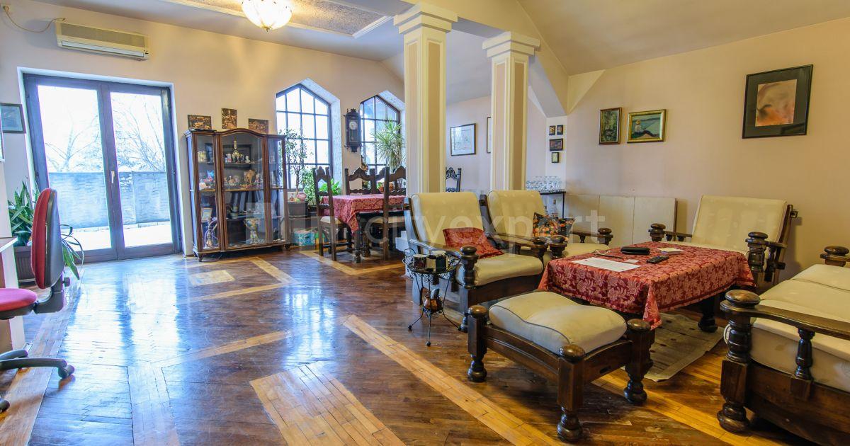 BEZ PROVIZIJE Kuća Svetotrojčina Gornji grad Petosoban i veći Uknjižen