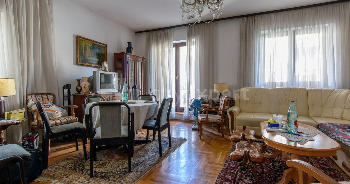 BEZ PROVIZIJE Kuća Stojana Matića Cerak Petosoban i veći Uknjižen