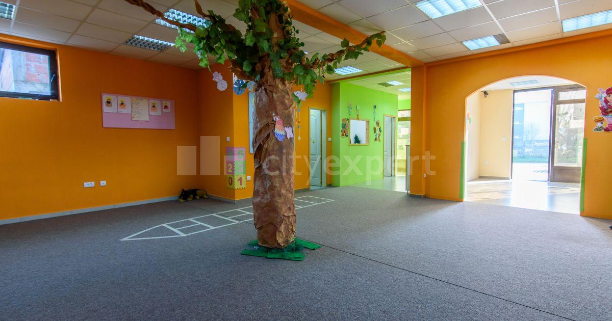BEZ PROVIZIJE Poslovni prostor Đure Kurepe Altina Petosoban Uknjižen