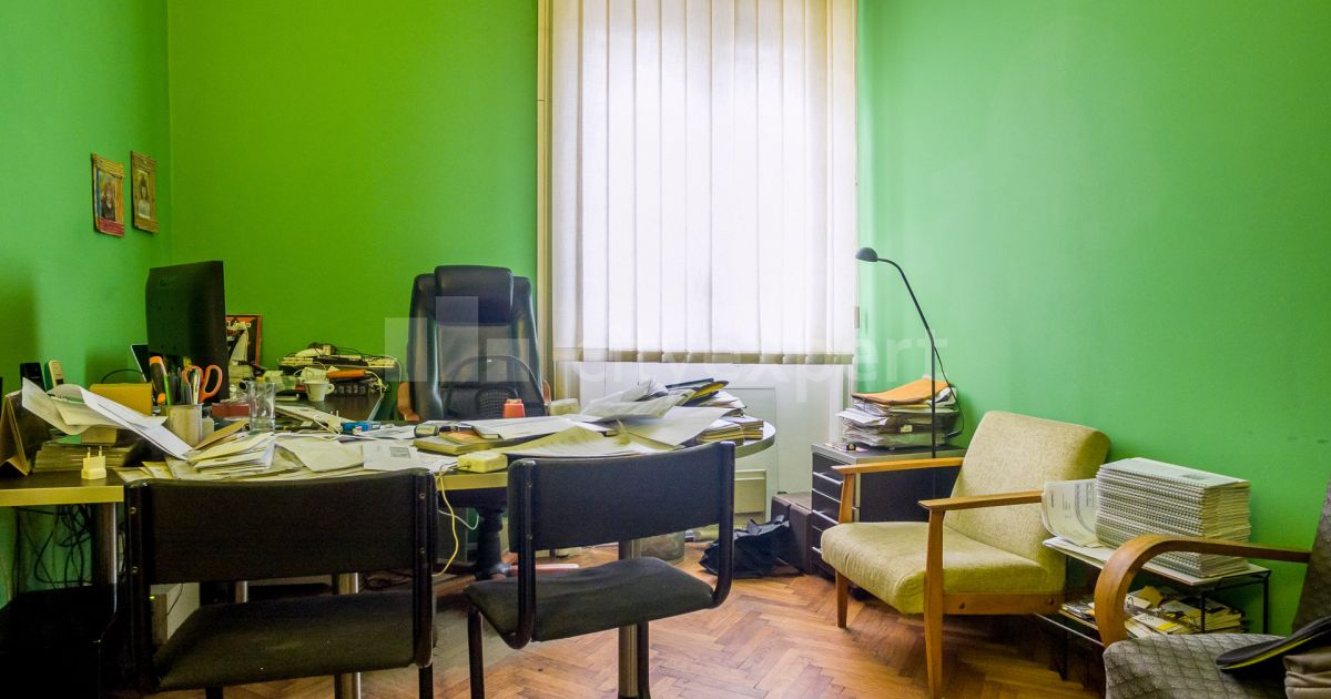 BEZ PROVIZIJE Kuća Dr Hempta Sajmište Petosoban Uknjižen